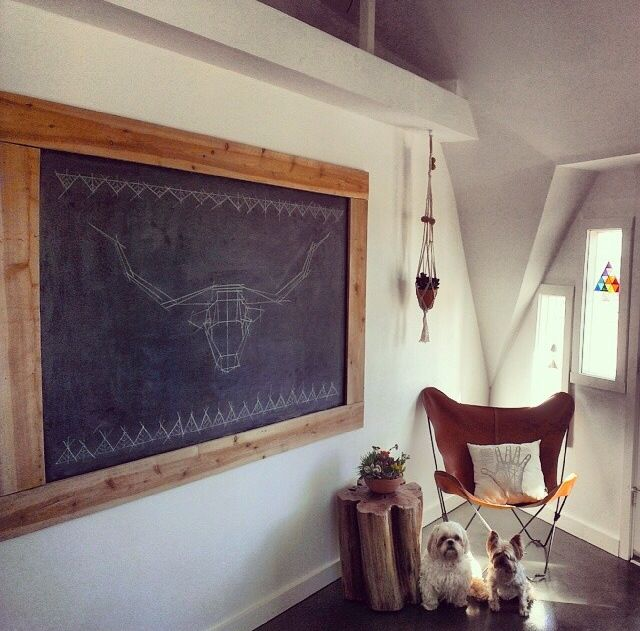 THIS corner ! If I could have a chalkboard in every room, I would !! Obsessed !