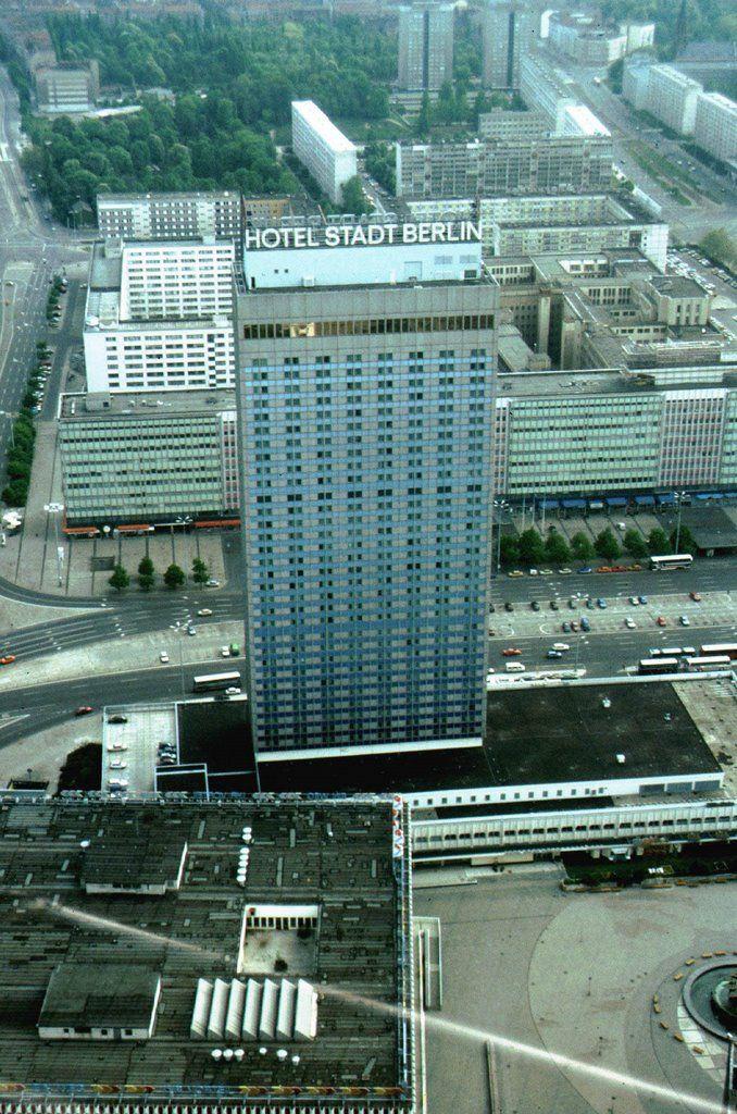 10555010 Jpg 678 1024 Berlin Alexanderplatz Berlin Hauptstadt Berlin Stadt