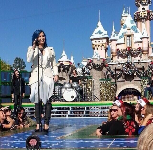 Disneyland With Images Demi Lovato Pictures Disneyland Today