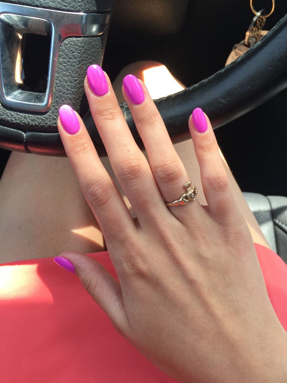 Hot pink round acrylic nails