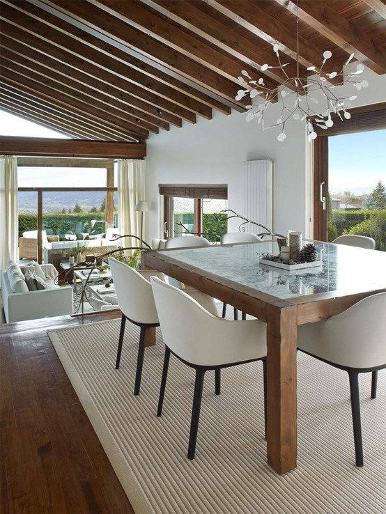 Estilo r stico renovado para una casa en la cerdanya for Comedores exteriores para terrazas