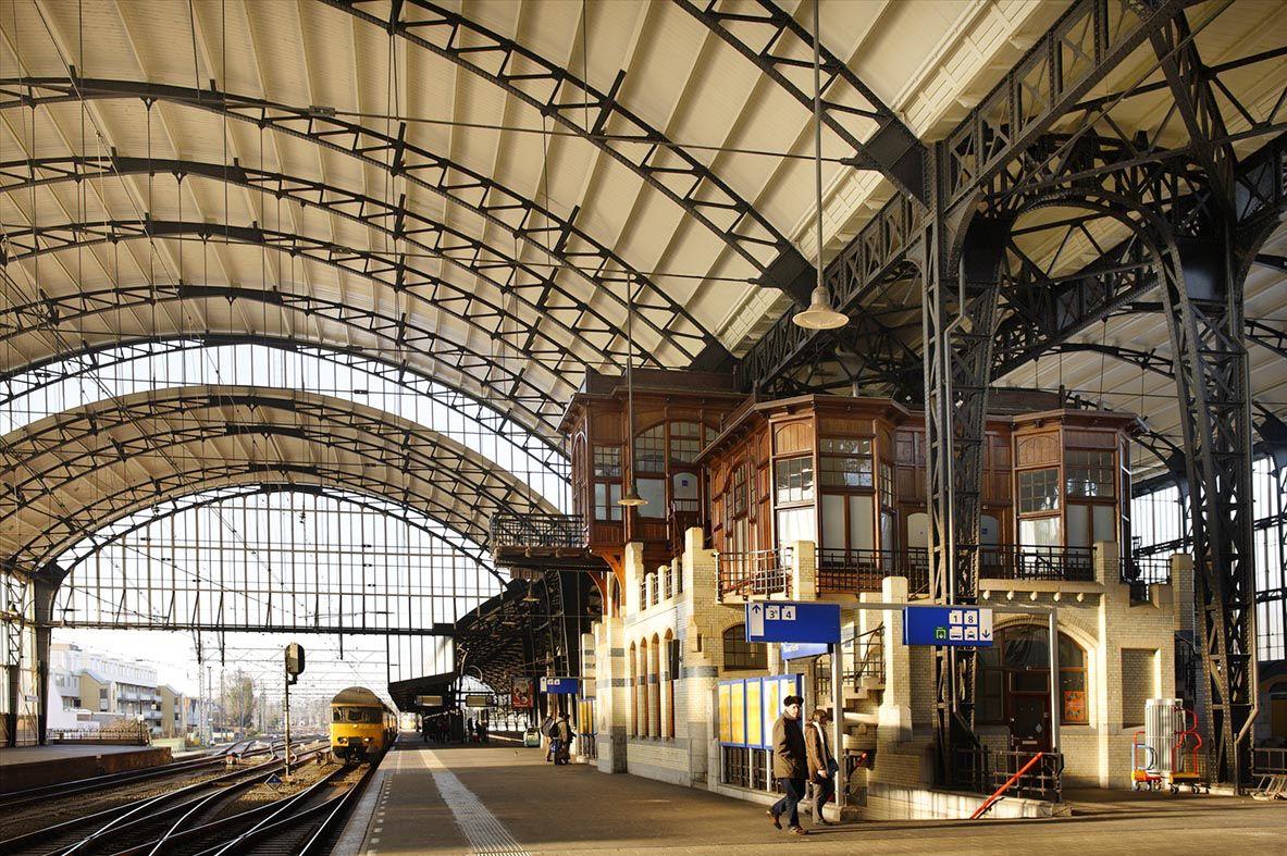 Afbeelding van http://www.spoorbeeld.nl/sites/default/files/images/BSM-2008-BB-BRBSM_station%20Haarlem%20De%20Collectie-robthart%20003.jpg.