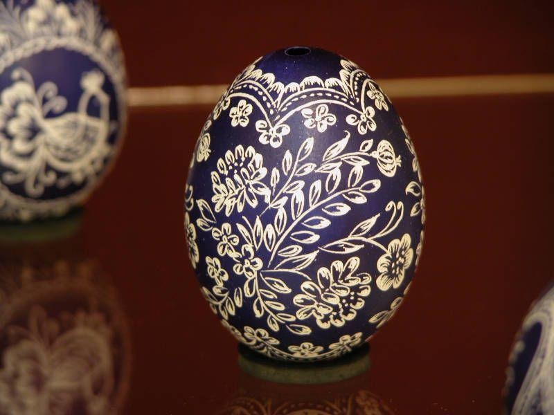beautiful eggs ~ blue & white ~ pysanky ~ Hungary