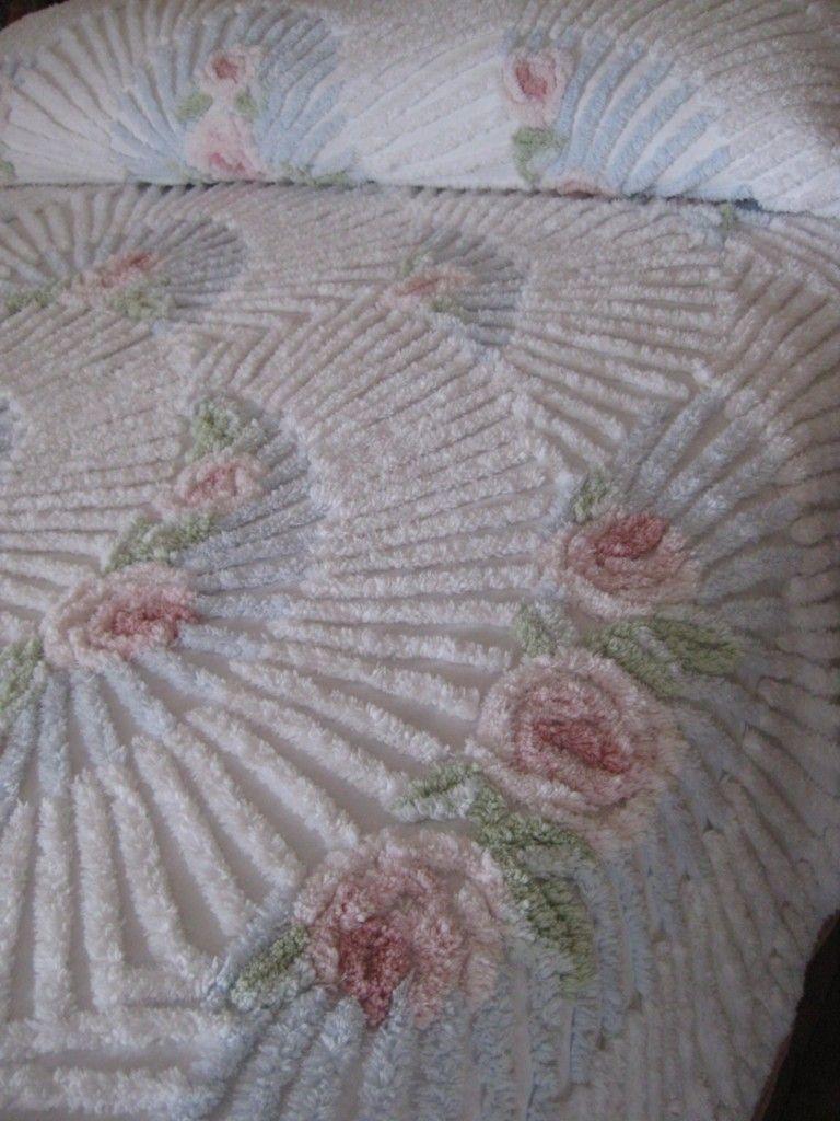 vintage chenille love the texture chenille pinterest chenille dessus de lit et couvre lit. Black Bedroom Furniture Sets. Home Design Ideas