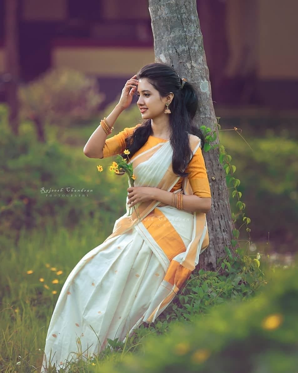 Pin By R K On Sarees Photography Poses Women Saree Poses Saree Photoshoot