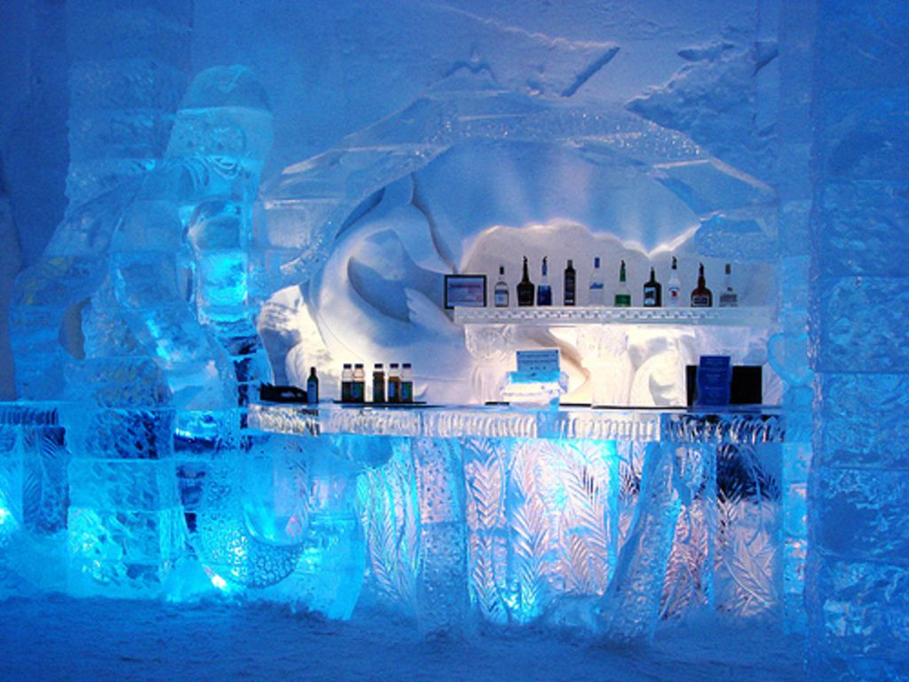 Bar The Ice Hotel In Jukkasjarvi Sweden Largest Hotel Made Of