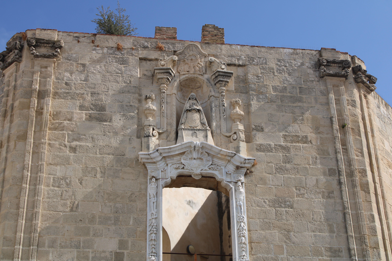 iglesia inacabada del Hospital de la Divina Providencia, en El Puerto de Santa María, fachada principal del edificio