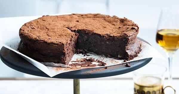 Flourless Chocolate Hazelnut And Buttermilk Cake Receta