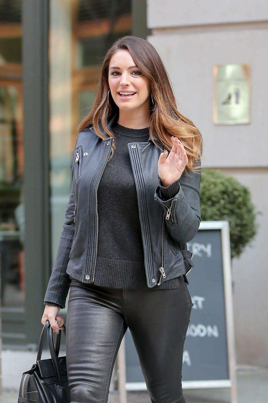 Kelly Brook in Leather Pants in New york city - Kelly Brook 2016 #leatherpantsoutfit