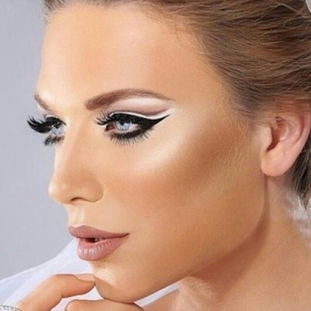 Stunning And Dramatic Heavy Lashes And Cat Eye Makeup Kiss Kiss