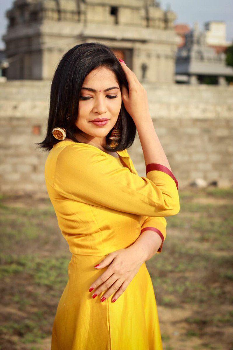 Vj Ramya Yellow Dress Gallery Vj Ramya Hd Photo Gallery Tv Anchor Ramya Subramanian Is Best Known In Vijay Tv Also She Is Apper