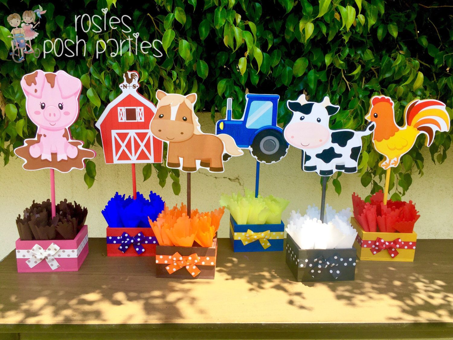Farm theme birthday party wood guest table centerpiece for Animal party decoration