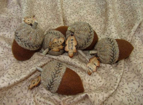 Primitive-Hand-Dyed-Wool-Folk-Art-Acorn-Pincushion-Pinkeep-paper-leaf-USAPRIM