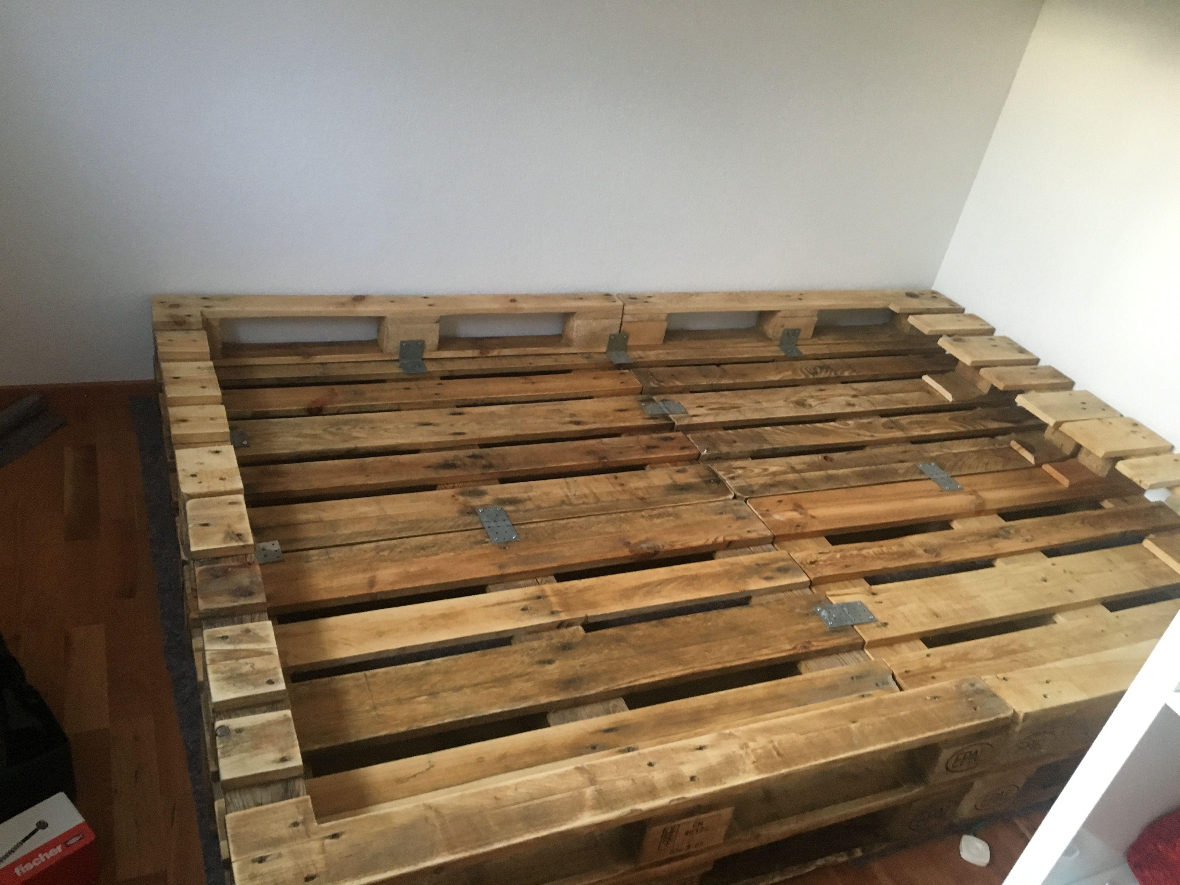 Pin Von Tray Douglas Auf Meins Europaletten Bett Bett Aus Paletten Bett Mit Lattenrost