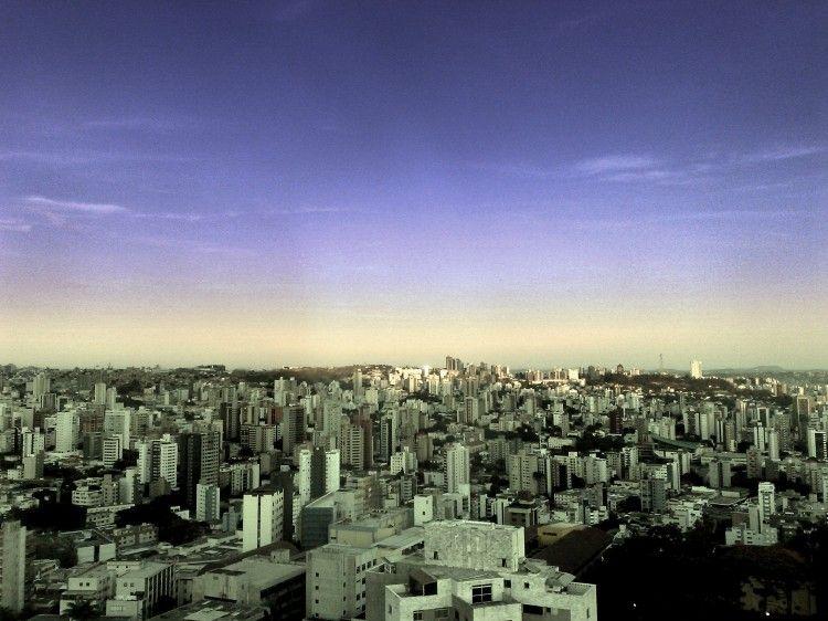 Tão branca esta cidade, tão claro o amanhecer... | Fotografia de Cristiano Henrique Ferraz | Olhares.com    Belo Horizonte