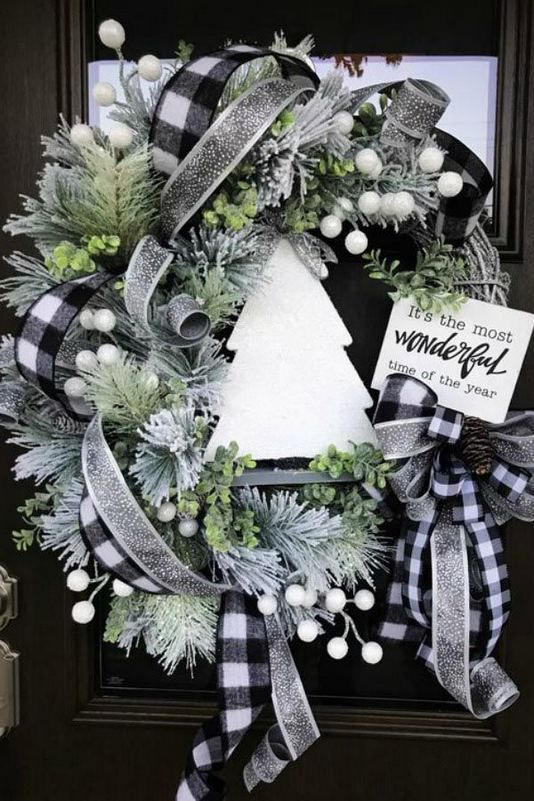 13+ Stunning Black Christmas Decorations Ideas - lmolnar #farmhousechristmasdecor