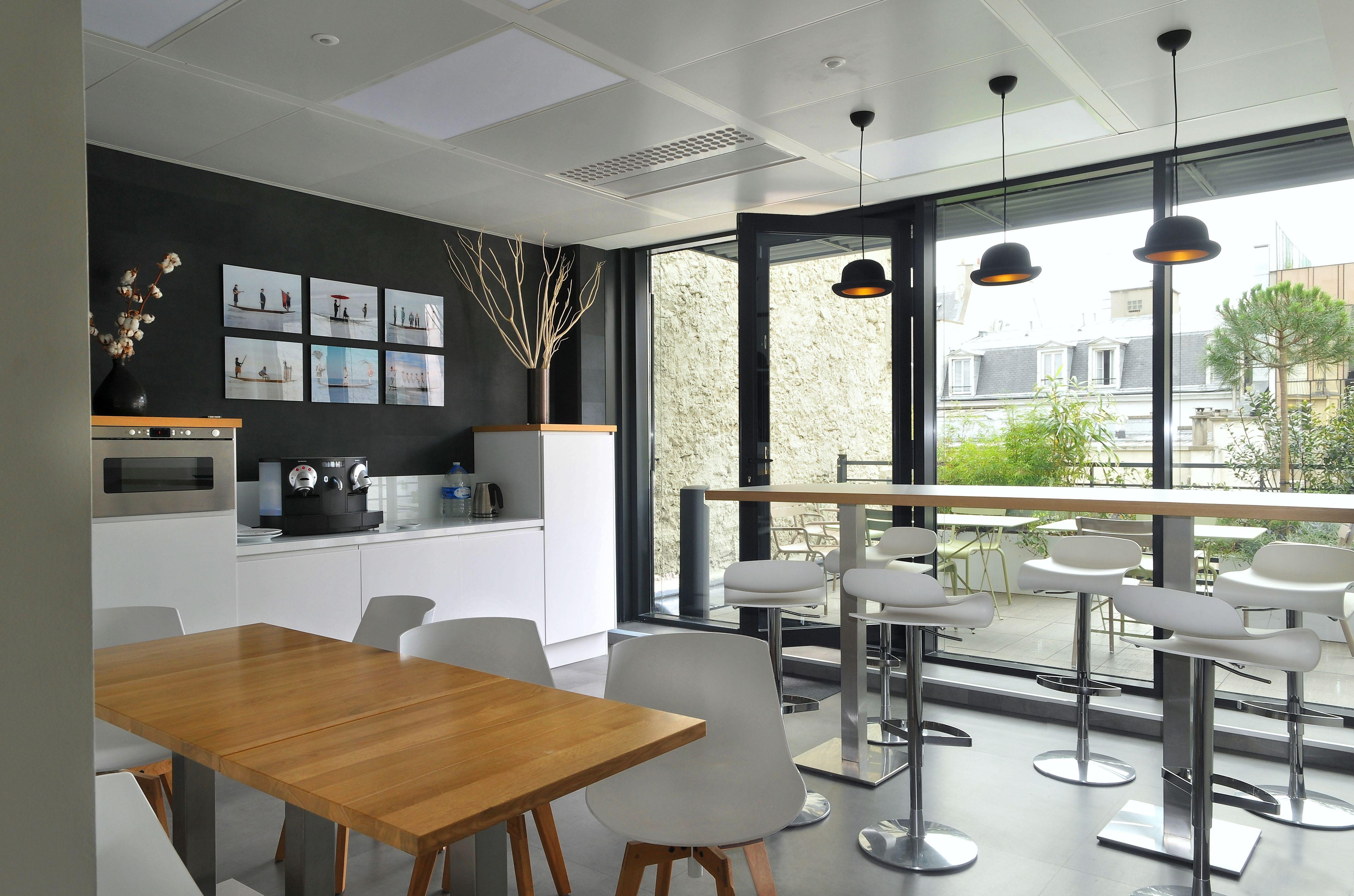 Cafétéria moderne aménagée par Cléram. Pour en voir davantage #style ...