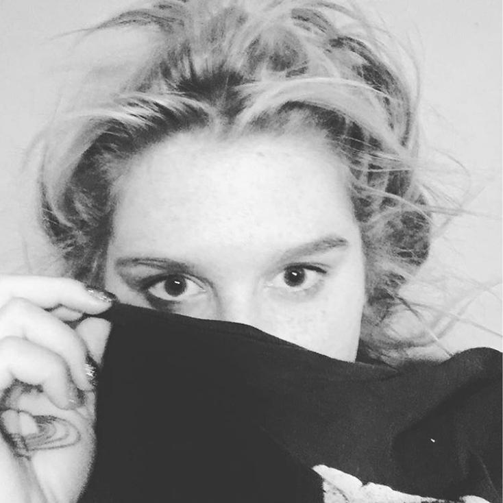 Kesha Fait Le Voeux De Silence Maconnique Les Couleurs Noire Et Blanche Noir Et Blanc Les Voeux Chevalier Templier