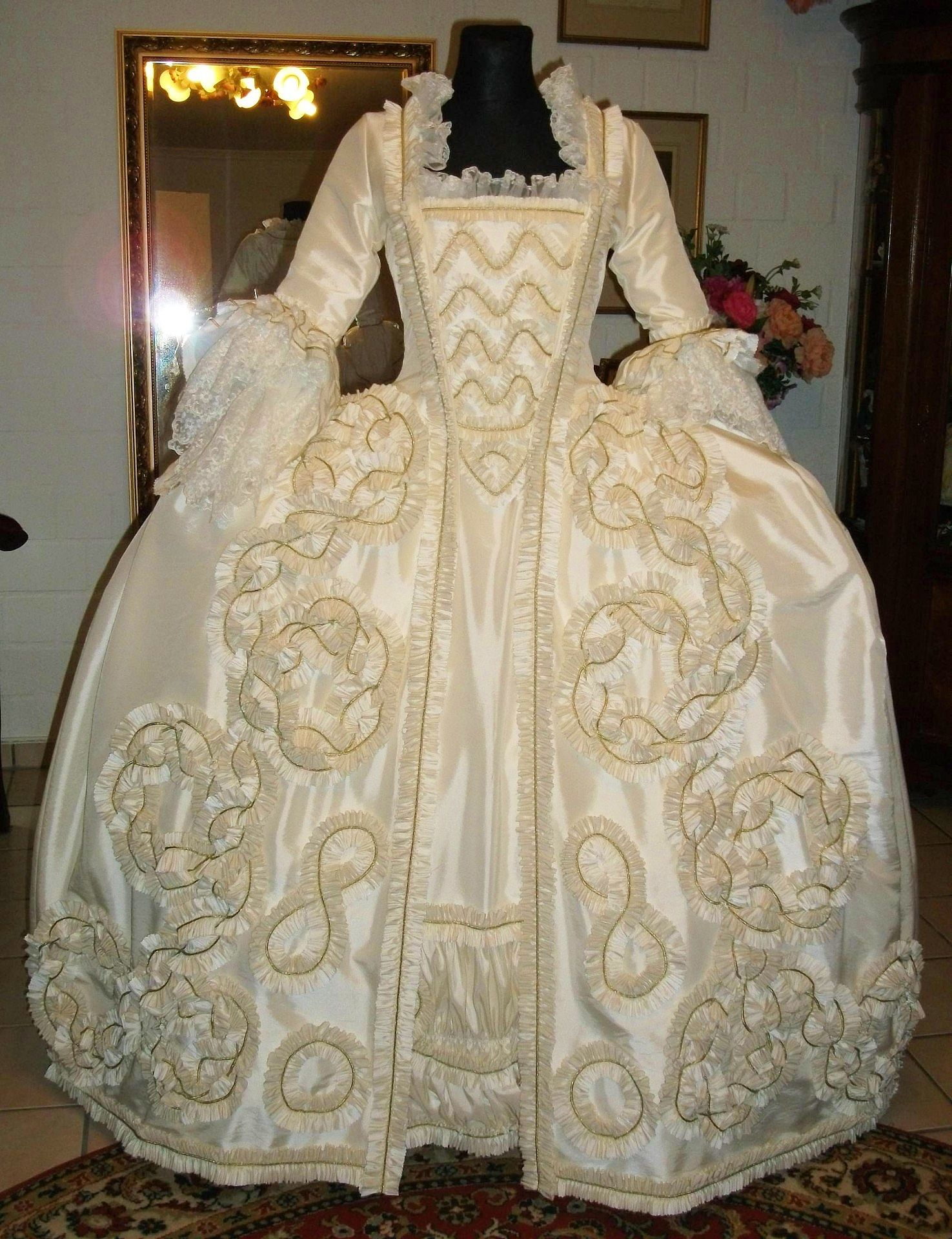 Rokoko kleid | 18th century dresses | Pinterest | Rokoko, Barock ...
