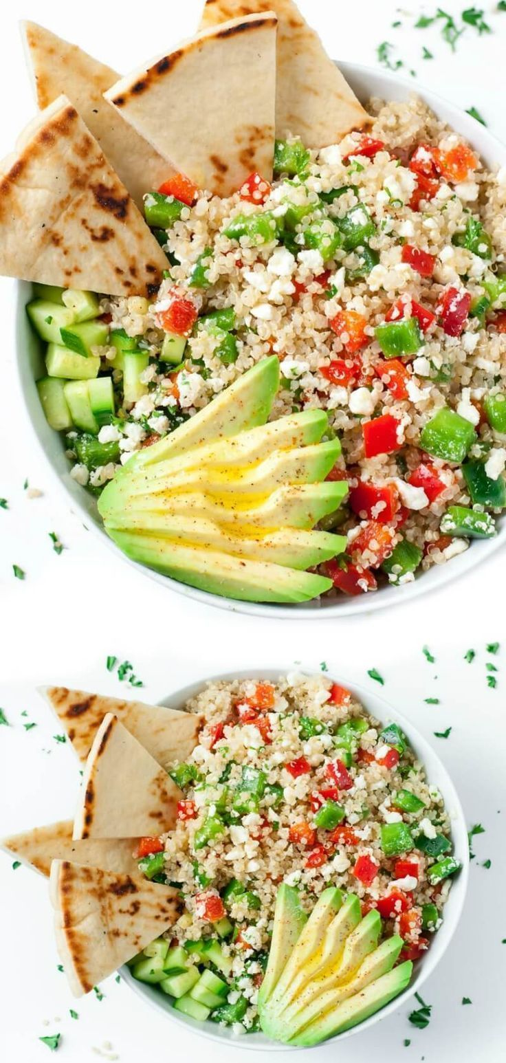 These tasty vegetarian Greek Quinoa Bowls make healthy eating a breeze! #grainbo...