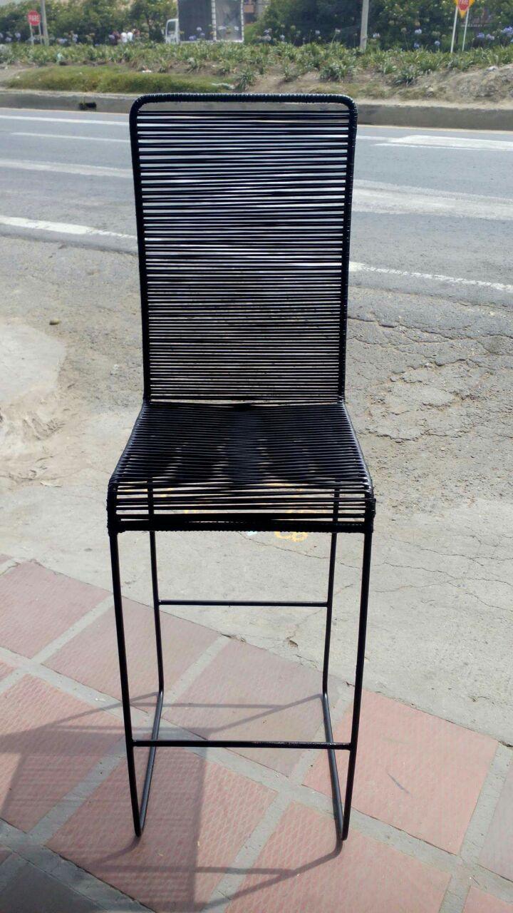Sillas met licas tejidas en mimbre pl stico mi espacio pinterest - Tejidos para tapizar sillas ...