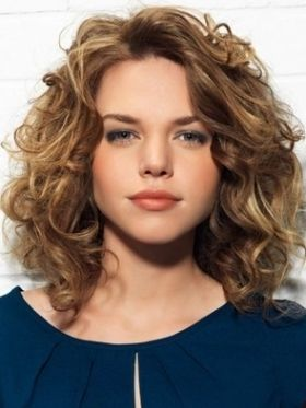 49 Stunning Medium Hairstyles For Round Faces The Right Hairstyles For You Medium Curly Hair Styles Shoulder Length Curly Hair Medium Hair Styles