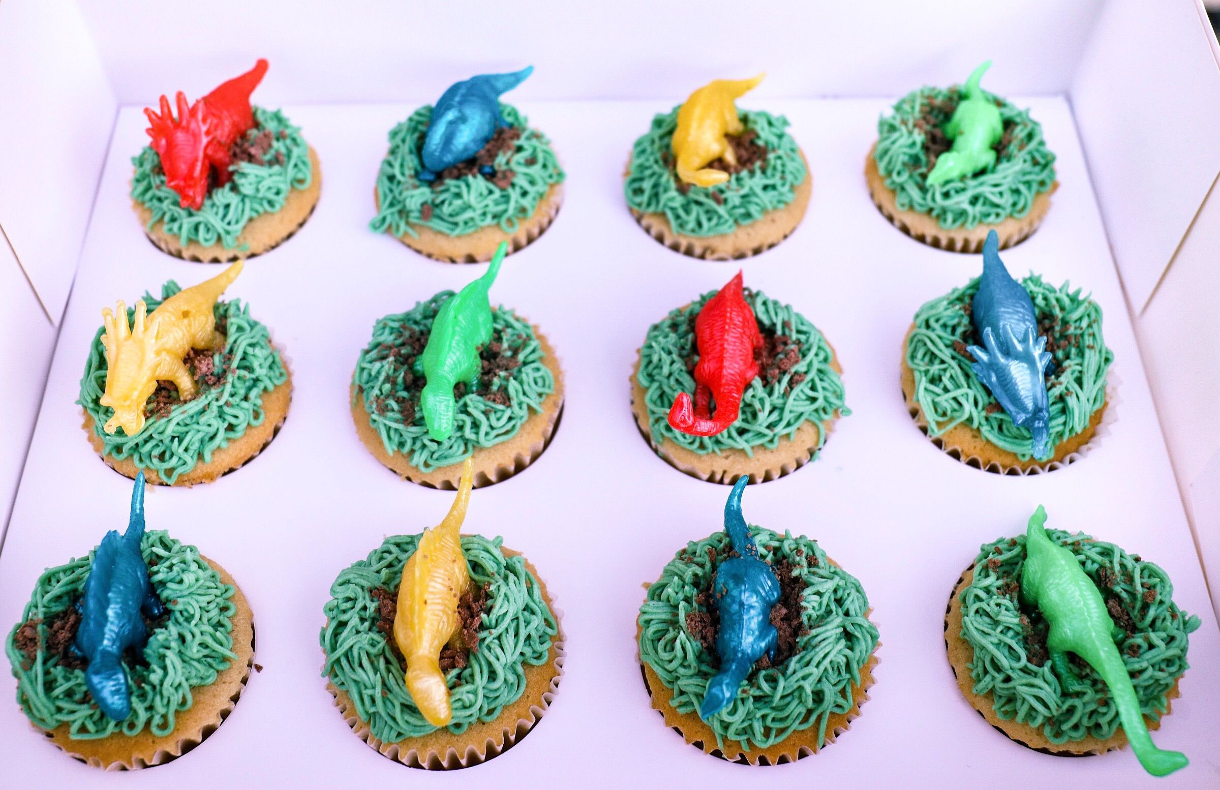 Dinosaur Cupcakes With Green Grass Like Buttercream Dinosaur