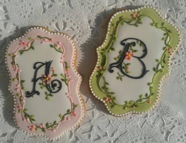 Beautiful, delicate monogram cookies by decorette in Romania