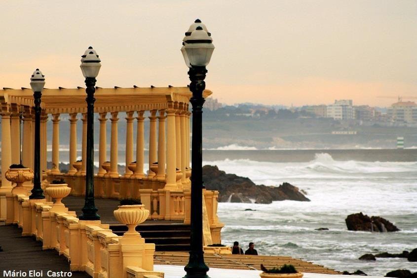 Um balcão com uma vista privilegiada para o oceano :)    Fotografia de Mário Eloi Castro