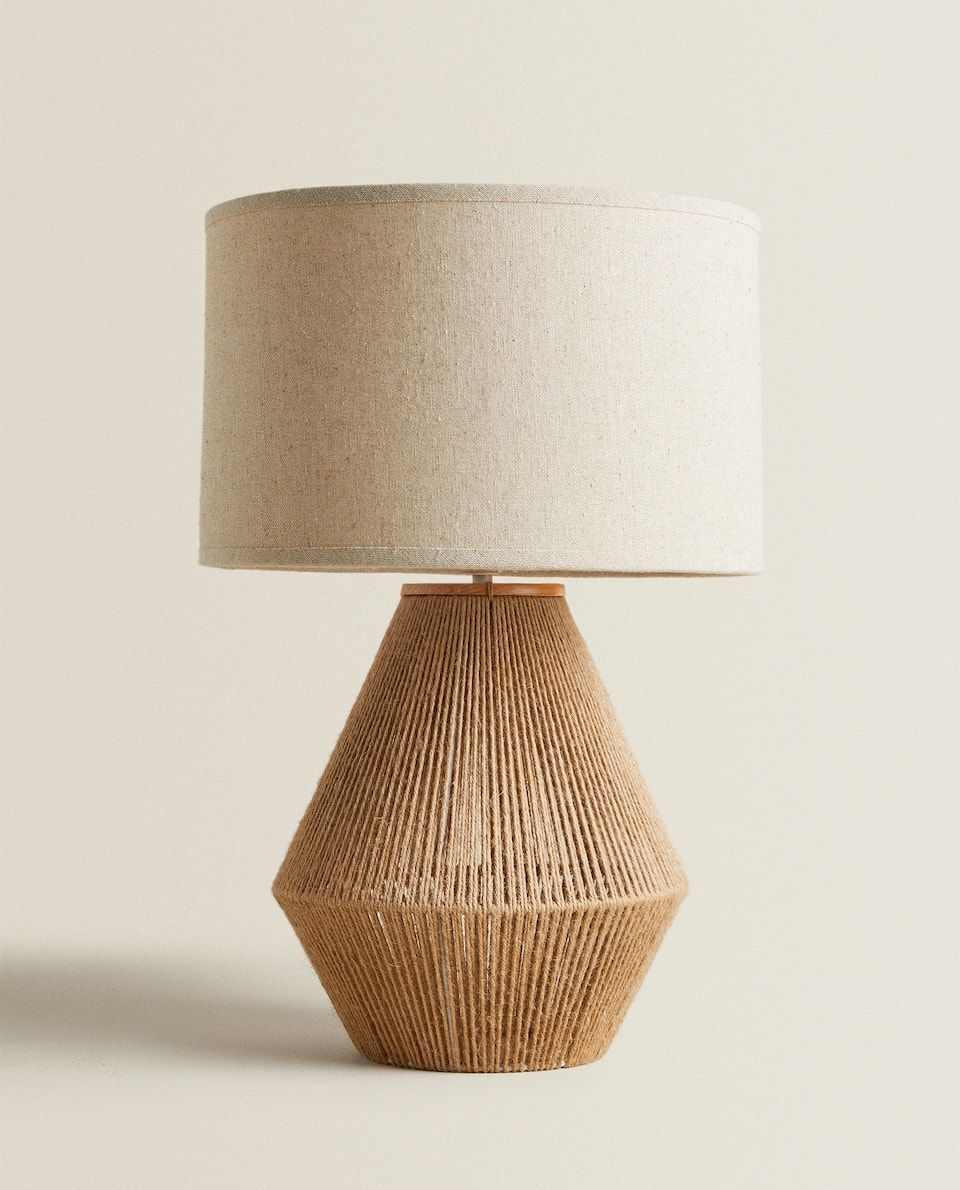 Lampara Base Yute Lamparas E Iluminacion Salon Zara Home Espana In 2020 Jute Lampenkap Woonkamerverlichting Lampen