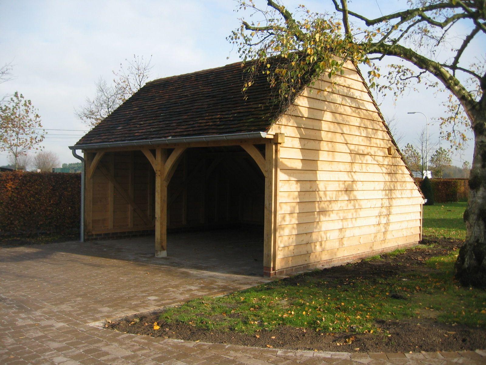 Eiken bijgebouw als dubbele carport met oude Bourgondische