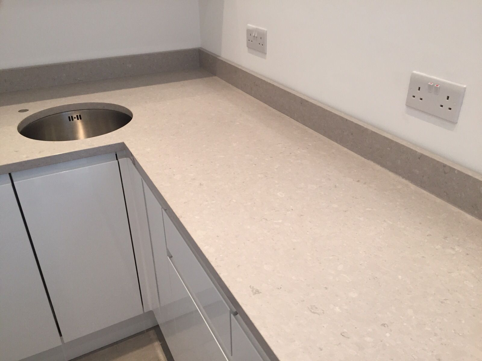 Caesarstone clamshell brings you refined yet impressive grey caesarstone clamshell brings you refined yet impressive grey quartz enriched with a delicately diffused subsurface doublecrazyfo Images