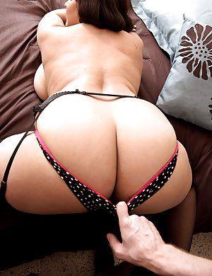 Huge mature ass porn