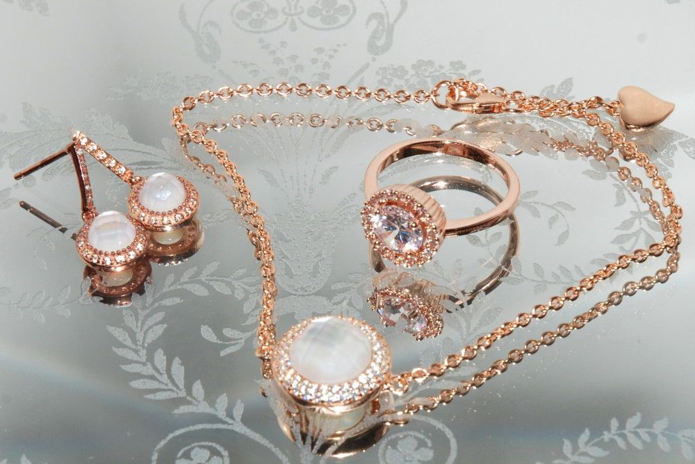 A Beauty Fashion And Lifestyle Blog Opinions And Observations By Laura Marie Scott Jewelry Gold Bracelet Lifestyle Blog