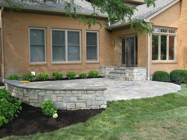 Limestone Sitting Wall With Bluestone Cap And Paver Patio Patio Front Yard Patio Patio Landscaping