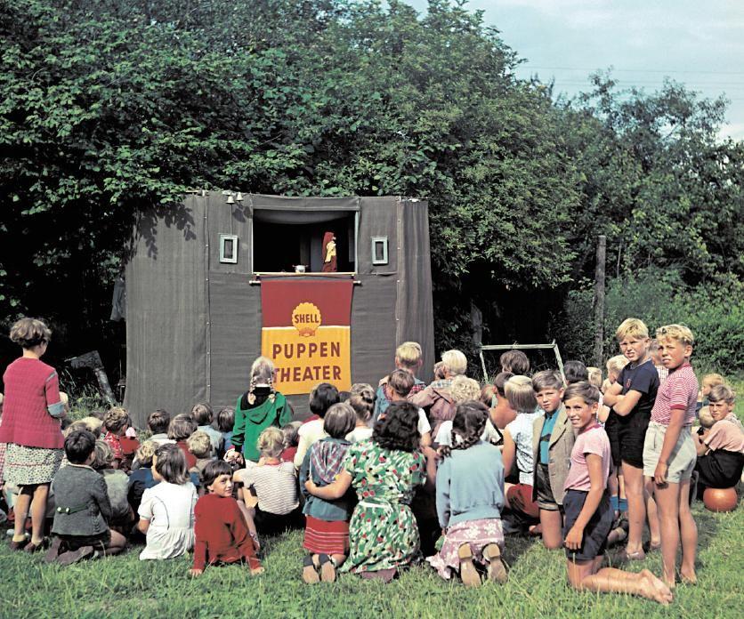 Schulkinder in Bremen beim Puppentheater