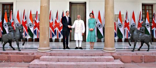 PM Naren Dramodi receives the Duke and Duchess of Cambridge at Hyderabad House