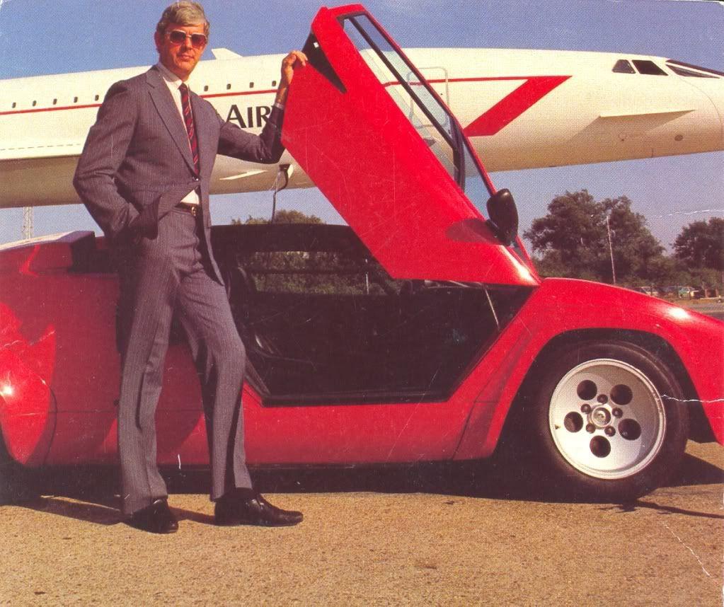 Lamborghini Countach LP 500 S rossa Tuta felpata dell'Adidas