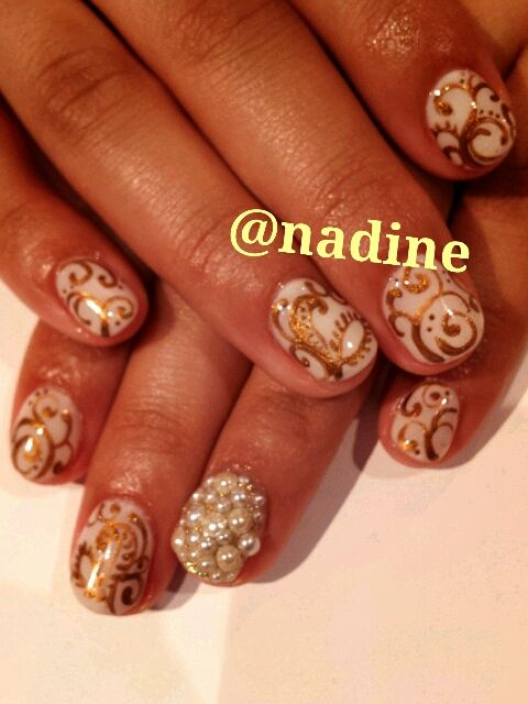 Nadine Nails -- Elegance