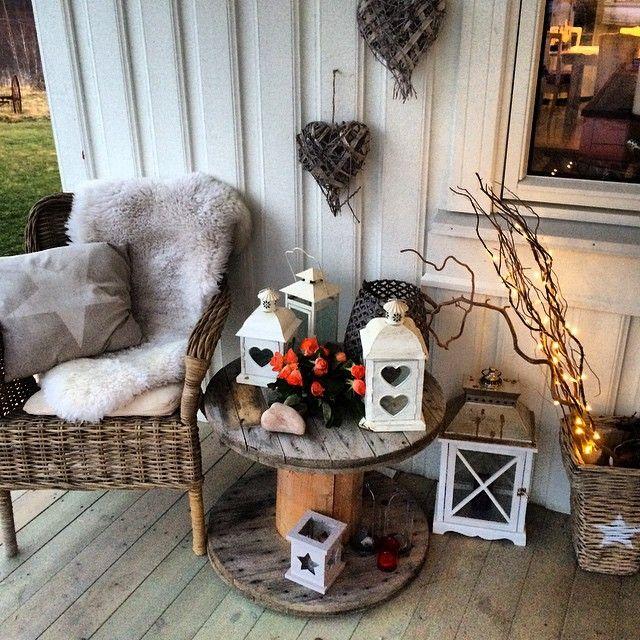 Ann Therese Haugen Schiefloe On Instagram Trappa Inngangsparti Kabeltrommel Lykter Advent Kos Interio Diy Porch Decor Porch Decorating Deck Decorating