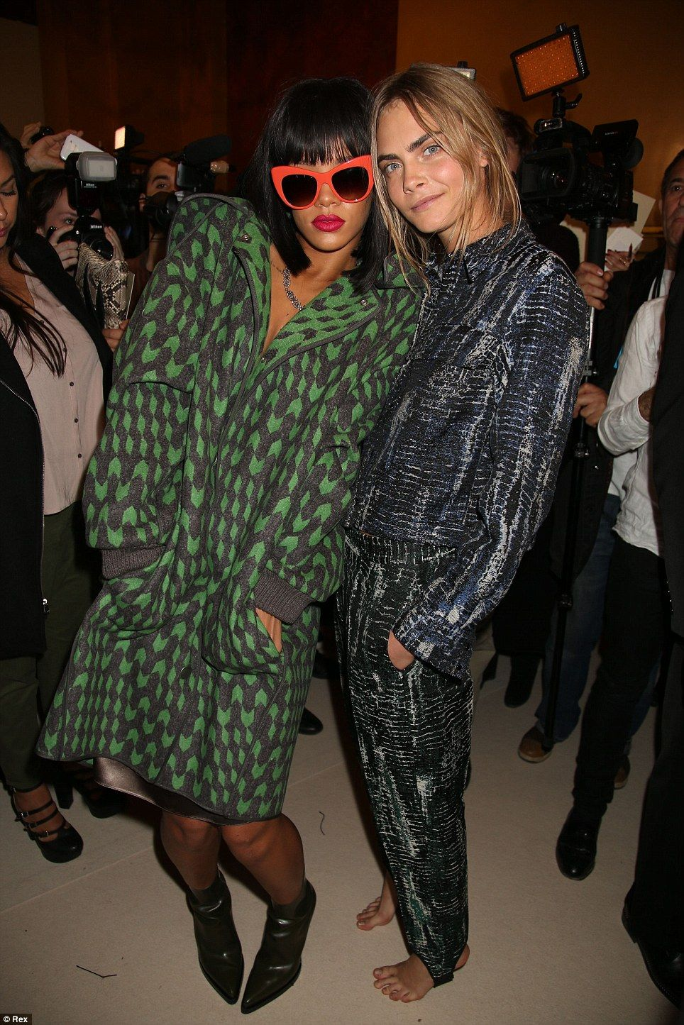 foto Rihanna and Cara Delevingne Steal The Show at The Valerian Premiere