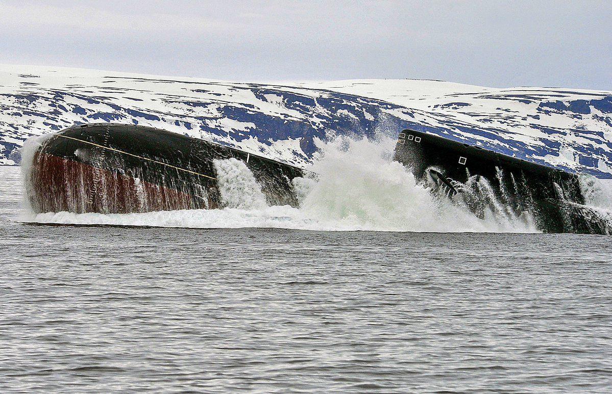 остается фото всплывающих подводных лодок замбаити изначально