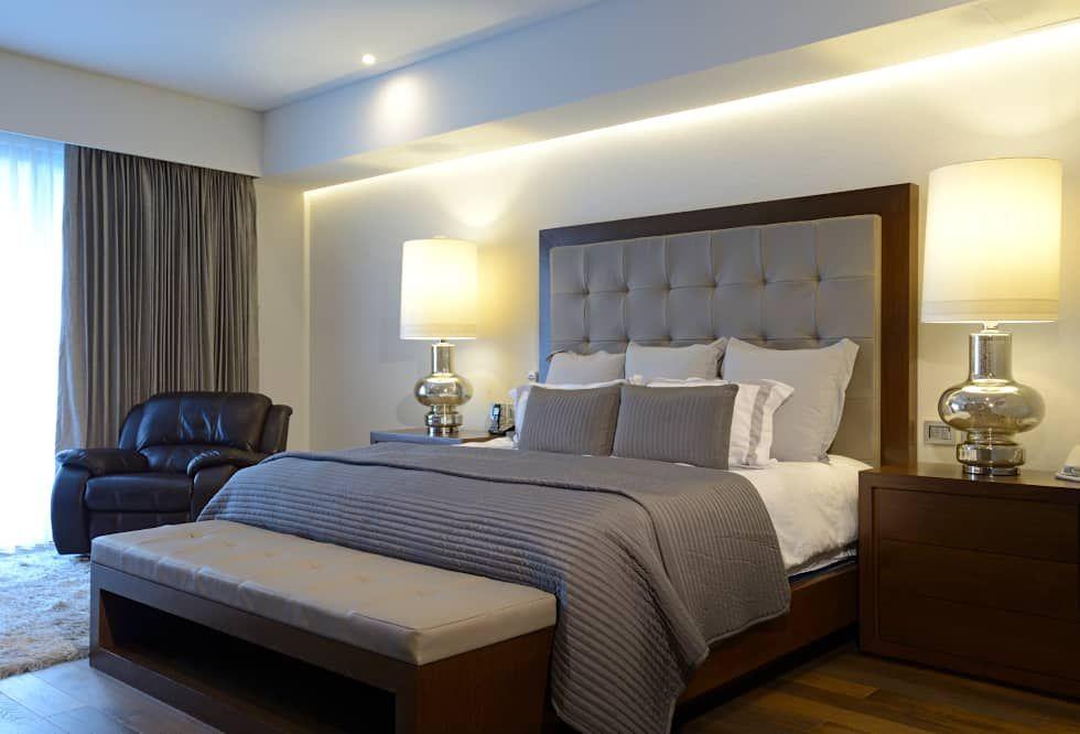 recamara principal rec u00e1maras de estilo moderno por Small Bedroom Ideas DIY Glamorous Silver and Grey Bedroom