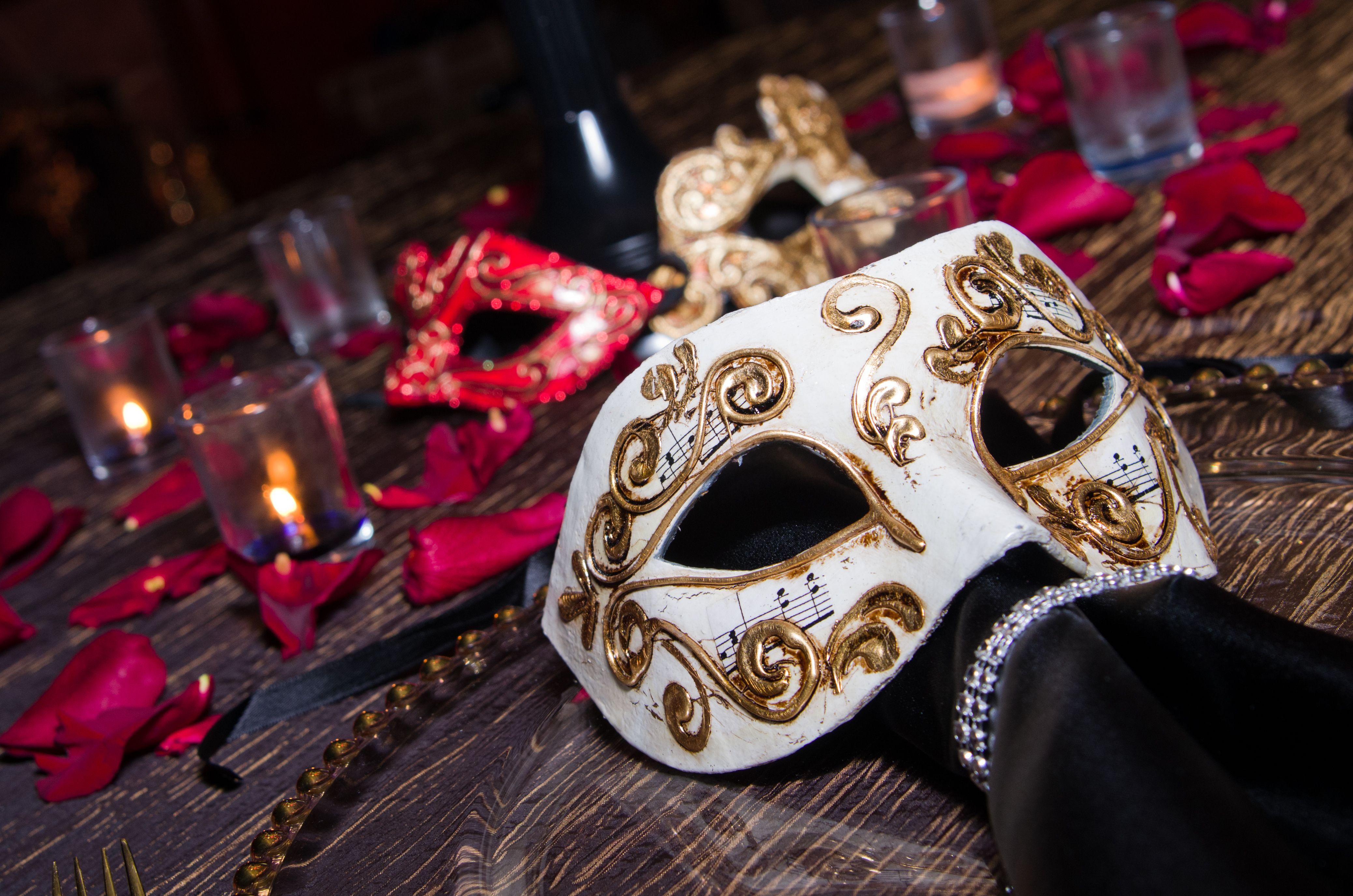 Italian themed wedding decor. Balocoloc Venetian Masks used as part ...