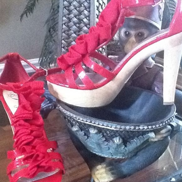 PRICE CUT!! Sassy shoes! Fire engine red strappy shoe fergie's Shoes