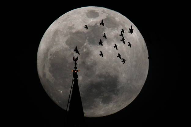 Supermoon 2012 – Largest Full Moon of The Year