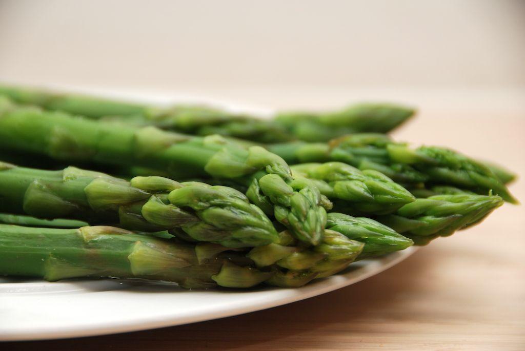 hvor længe skal grønne asparges koge