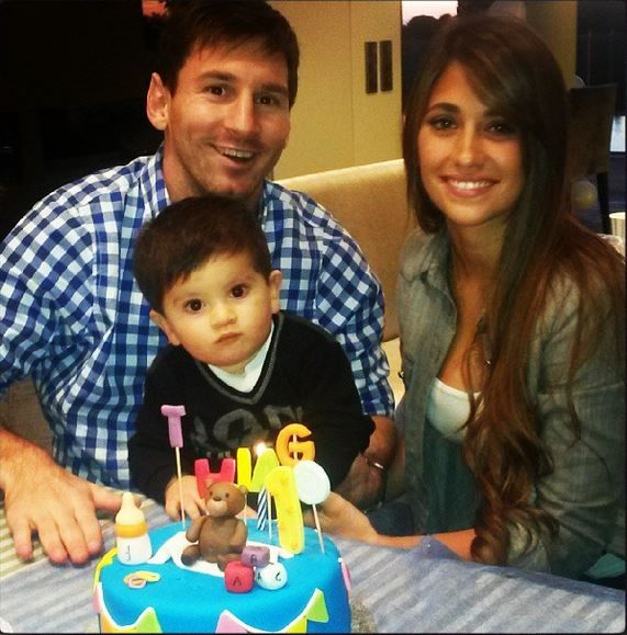 Messis Wife Roccuzzo Argentina Soccer Star Lionel Messi S Girlfriend Wife Leo Messi Lionel Messi Messi Son