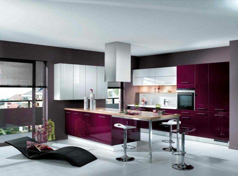 Cuisine Rouge Grise Armoires Cuisine Bordeaux Blanc Peinture Grise Accents Bois Cuisine Design Moderne Interieur Moderne De Cuisine Cuisine Violet