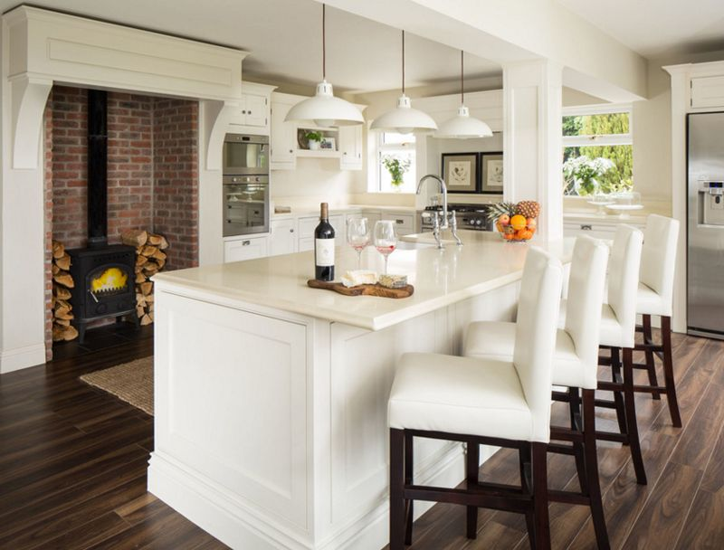 20 Beautiful Kitchens with White Chairs